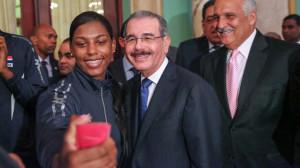 El presidente Danilo Medina recibió equipo en el Palacio Nacional.