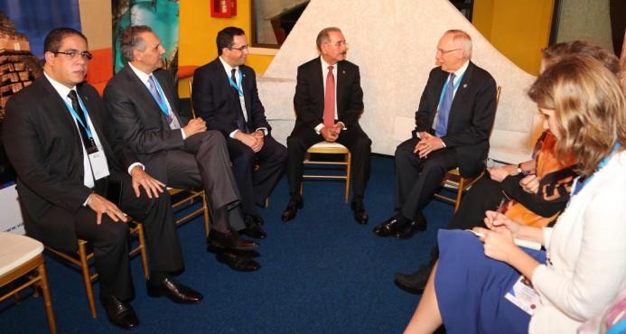 Danilo Medina acompañado de funcionarios dominicanos en reunión con representante de ONU.