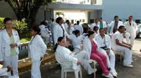 Médicos en huelga en los hospitales del Estado.