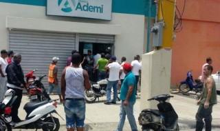 Sucursal de Banco Ademi robada en La Vega.