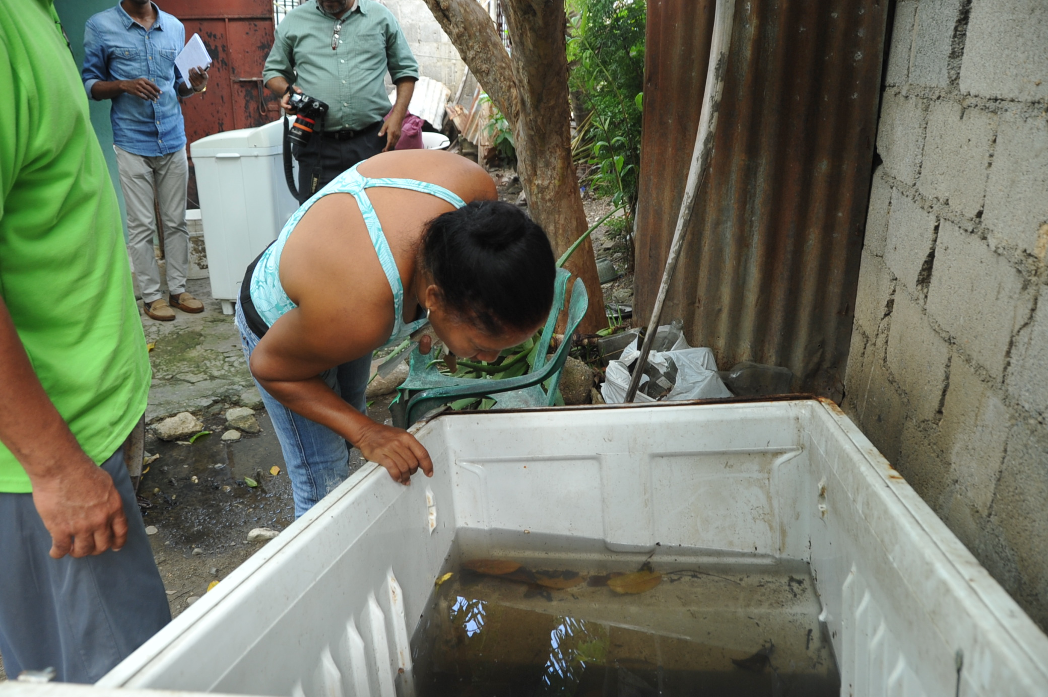 Vista de uno de múltiples criaderos localizada en la parte trasera de un hogar visitado en San Cristóbal.