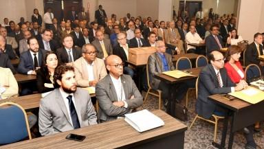 Representantes de las compañías interesadas en licitación de la CDEEE.