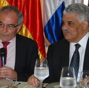 Alberto Navarro, jefe de la Unión Europea, y el canciller Miguel Vargas Maldonado.