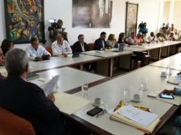 Representantes del Gobierno, del sector sindical y del empresariado en el Comité de Salarios.