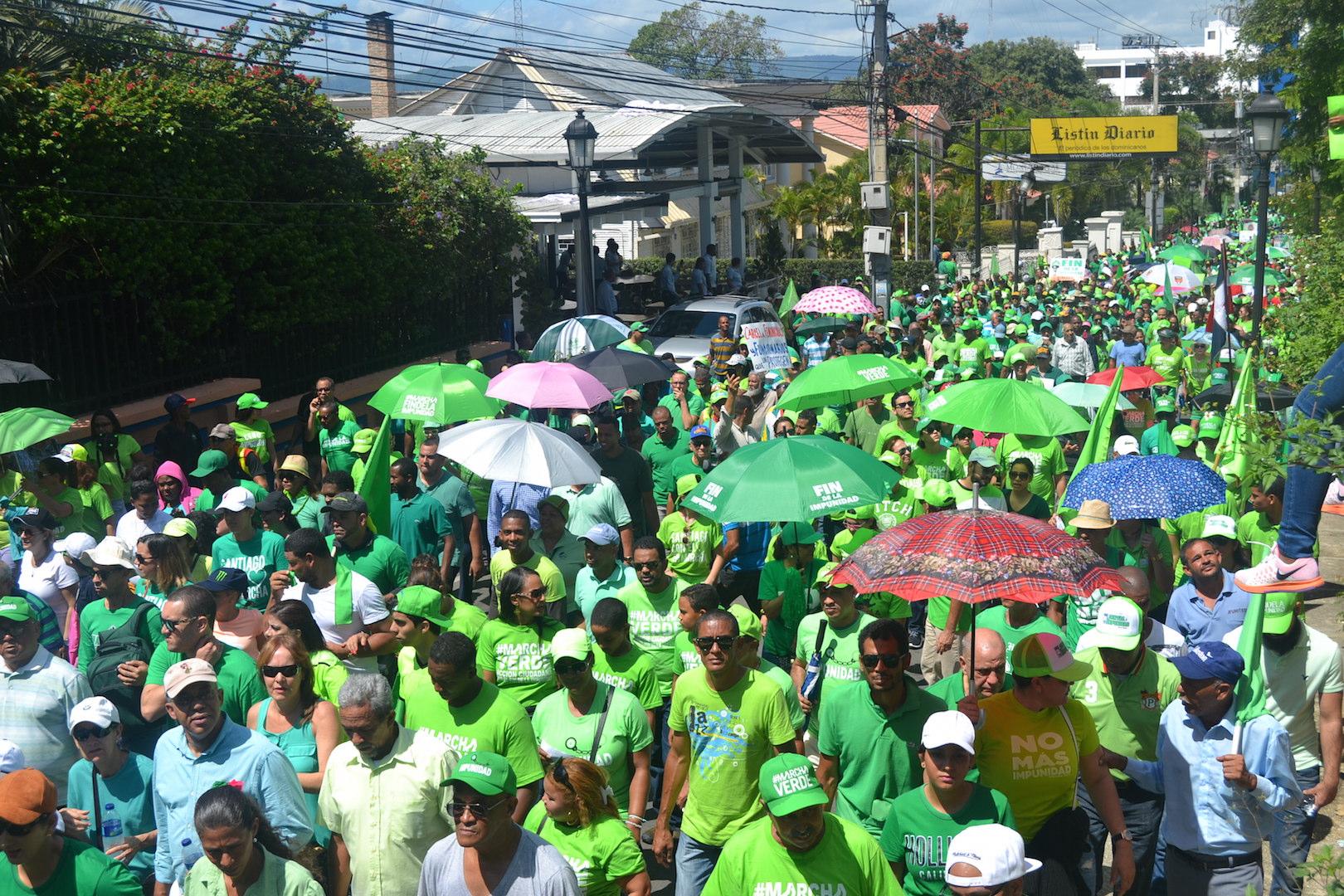 Resultado de imagen para Participantes de la Marcha Verde este domingo frente al Palacio Nacional