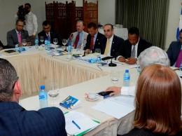 Comisión bicameral reunida con representantes de la sociedad civil.