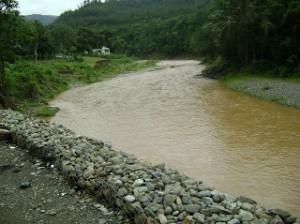 El COE advierte sobre desbordamientos de ríos.