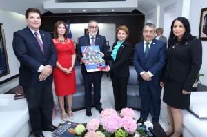 Empresarios reunidos con la presidenta de la Cámara de Diputados, Lucía Medina, y otros diputados.