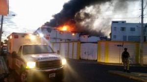 Fuego destruye almacén en San Pedro de Macorís.
