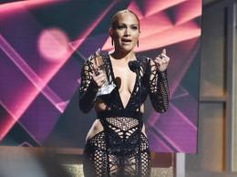 Jennifer López recibe Premio a la Estrella en Billboard.
