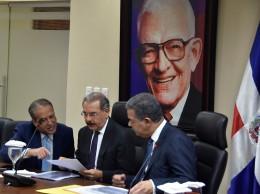 Reinaldo Pared Pérez, Danilo Medina y Leonel Fernández en encuentro del Comité Político.