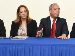 Rubén Bichara acompañado de otros ejecutivos de las EDES y la CDEEE.