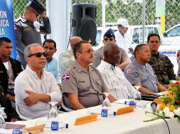 Rubén Bichara y el director de la Policía junto a autoridades de Egehid en actividad en la provincia San Juan.
