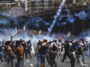 Seguidores de oposición se han lanzado a las calles contra el Gobierno de Nicolás Maduro.
