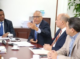 Víctor Terreno ofrece explicaciones a diputados sobre proyecto en torno al sida.