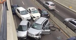 Accidente entre seis vehiculos.