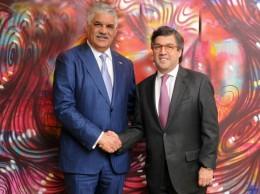 Canciller Miguel Vargas y el presidente del BID, Luis Alberto Moreno.