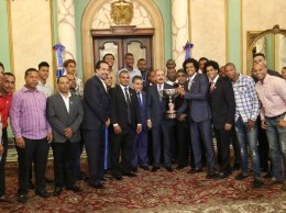 Danilo Medina acompañado de jugadores y directivos del equipo Rafael Barias.