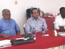 Dirigentes del PRM reunidos con monseñor Francisco Ozoria.