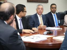 Donald Guerrero explica a diputados posición del Gobierno sobre ley de lavado.