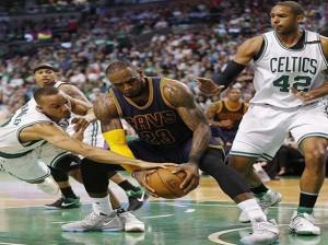 Lebron James fue el líder por Cavaliers en clasificación frente a los Celtics de Boston.