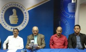 Leonardo Faña y otros miembros del sector agropecuario del PRM.