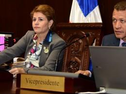 Lucía Medina acompañada de Lupe Núñez, vicepresidente de la Cámara de Diputados.
