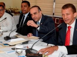 Miembros de la comisión bicameral que estudia el proyecto de ley de partidos.
