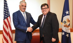 Miguel Vargas y el subsecretario de Estado Adjunto de los EE.UU., Francisco Palmieri.