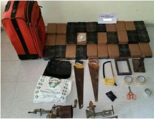 Paquetes de drogas y otros materiales incautados por DNCD.