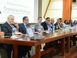 Algunos de los participantes en debate sobre ley de partidos.
