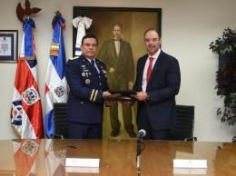 Del Castillo Saviñón y mayor general piloto Payán Díaz