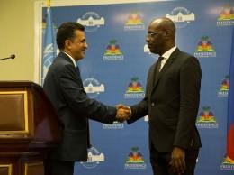 Presidente del Consejo de Seguridad saluda al ministro de Relaciones Exteriores de Haití, Aviol Fleurant.