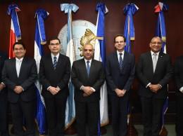 Gerentes de bancos de la región que participaron en actividad.
