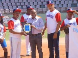 Gobernador recibe reconocimiento