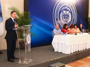 Procurador Jean Alain Rodríguez habla en actividad sobre violencia de género.