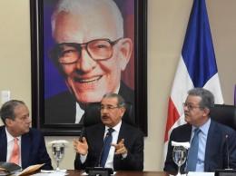Reinaldo Pared Pérez, Danilo Medina y Leonel Fernández en la reunión del Comité Político.