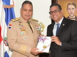 Teniente general Rubén Paulino Sem y Rubén Maldonado.