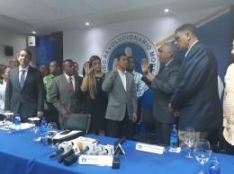Andrés Bautista toma juramento al diputado y dirigentes del PRD que pasaron al PRM.