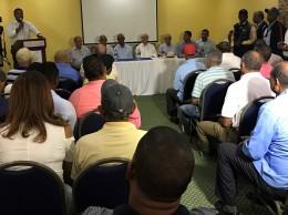Hipólito Mejía reunido con los productores de la Línea Noroeste por huracán María.