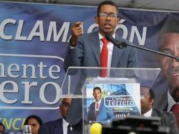 Clemente Terrero habla en lanzamiento de candidatura.