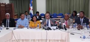 Miembros de comisión bicameral que estudia ley de partidos.