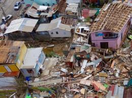 Destrucción causada por el huracán María en Dominica.