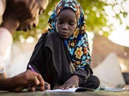 Esta niña de 11 años perdió una de sus piernas en un ataque suicida contra un campo de desplazados en al región del Lago Chad.