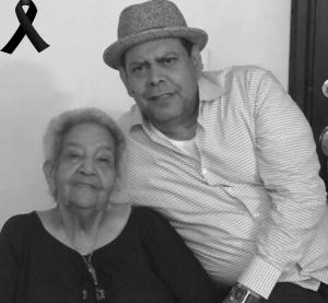 Fernando Villalona junto a su madre.