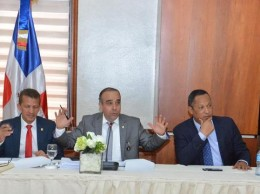 Miembros de comisión bicameral que estudia el régimen electoral.
