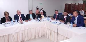 Miembros de comisión que estudia Presupuesto de 2018.