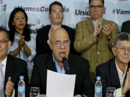 Opositores de Maduro denunciaron un fraude en las elecciones regionales del domingo.