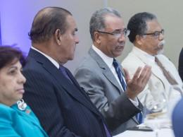 Simón Lizardo en encuentro con ejecutivos de medios.