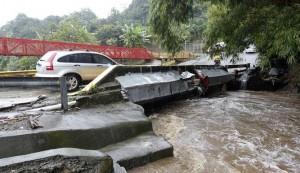 Uno de los puentes dañados por la tormenta Nate en Nicaragua.